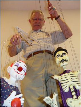Conrad Hartz performs with Marionettes